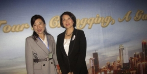 Lisa Li, managing director CTS Tours; Zhang Changhong, deputy mayor, Chongqing Municipality
